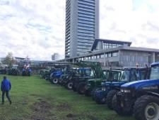 Brabantse boeren trappen protestweek luid toeterend af bij provinciehuis