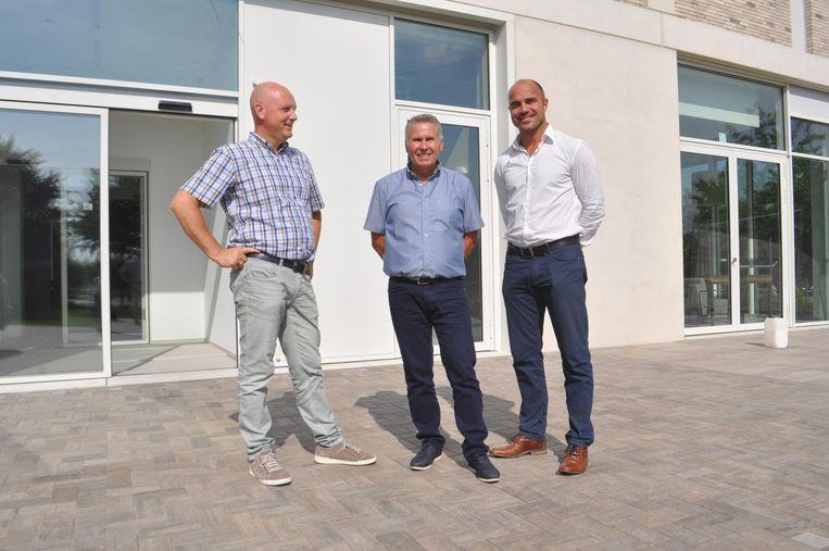 Centrumleider Dirk Welkenhuyzen geflankeerd door Ludo Bosmans (links) en Michel Stevens (rechts).