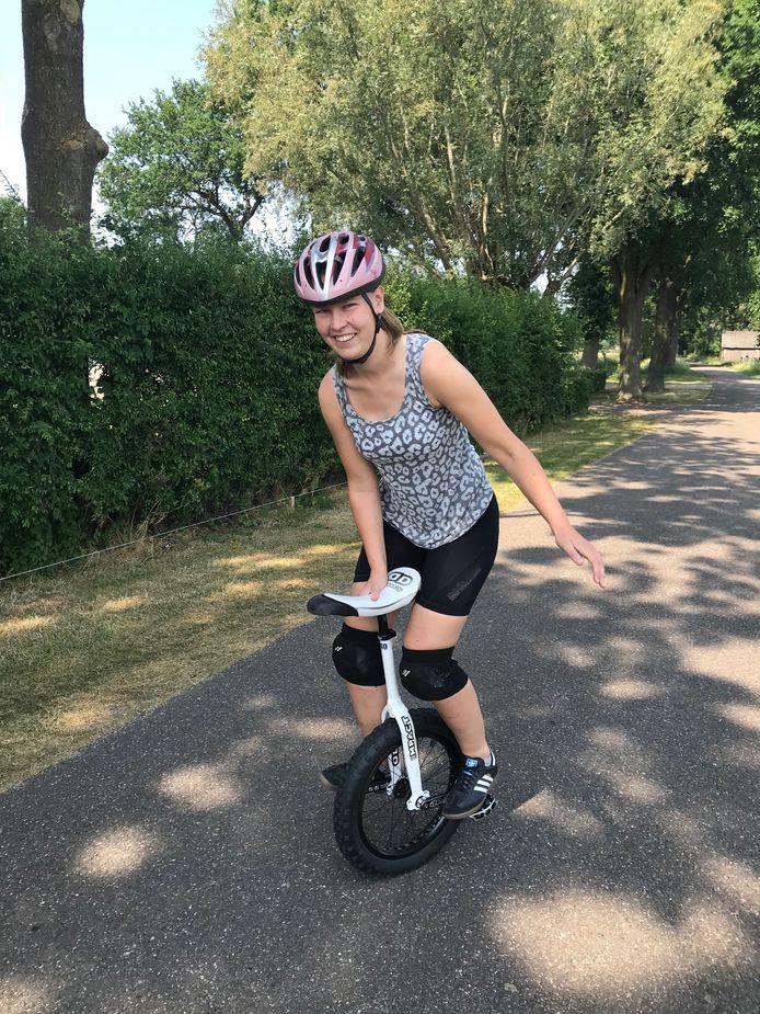 Lisanne Boer is nu vier keer wereldkampioen eenwieleren.
