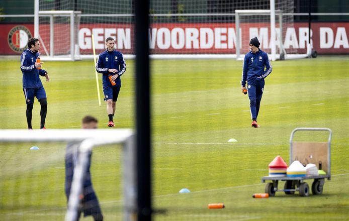 Eric Botteghin, Robert Bozenik en Steven Berghuis van Feyenoord op de training. In mei wil trainer Dick Advocaat de conditie van zijn ploeg opschroeven.