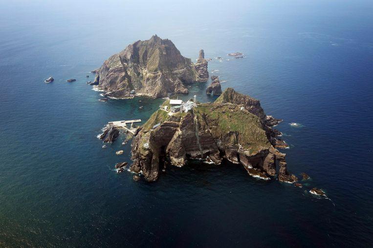 De Zuid-Koreaanse Dokdo-eilanden, die door Japan de Taeshima-eilanden genoemd worden. Beeld REUTERS