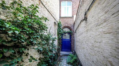 """Huis met smalste voorgevel van Brugge te koop voor half miljoen euro: """"Topligging én veel ruimer dan je denkt"""""""