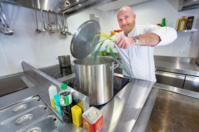 Ron Hirt van Kaat Mossel, het restaurant waar vandaag de eerste nieuwe mossel van 2019 wordt verorberd.