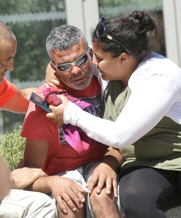 Tahar Mejri werd na de aanslag getroost door verwanten.