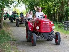 Invasie van tientallen liefhebbers met oude Steyr-tractoren  in Oosteind