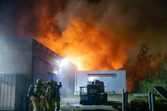 De brand vond plaats in een aanbouw achter een groter bedrijfspand.