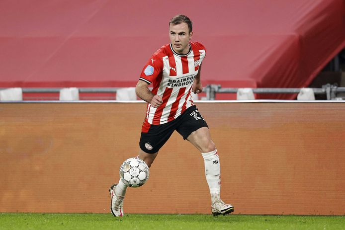 Mario Götze in het laatste duel van PSV in 2020, met VVV.