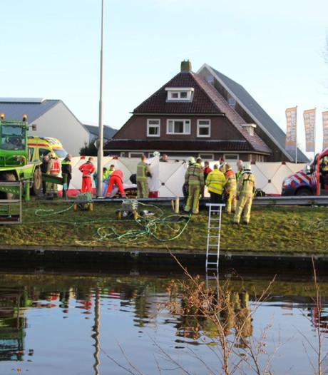 Drie mensen overleden na te water raken auto's