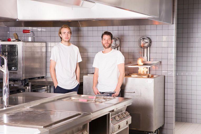 Gastheer Xander Waller en chef-kok Arvid Schmidt Beeld Jaap Scheeren