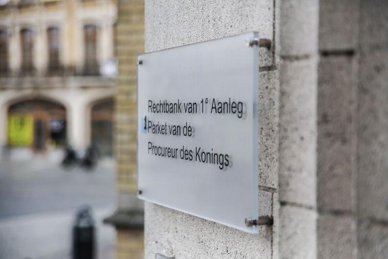 Rechter in Ieper legt café in Roeselare sluiting op.