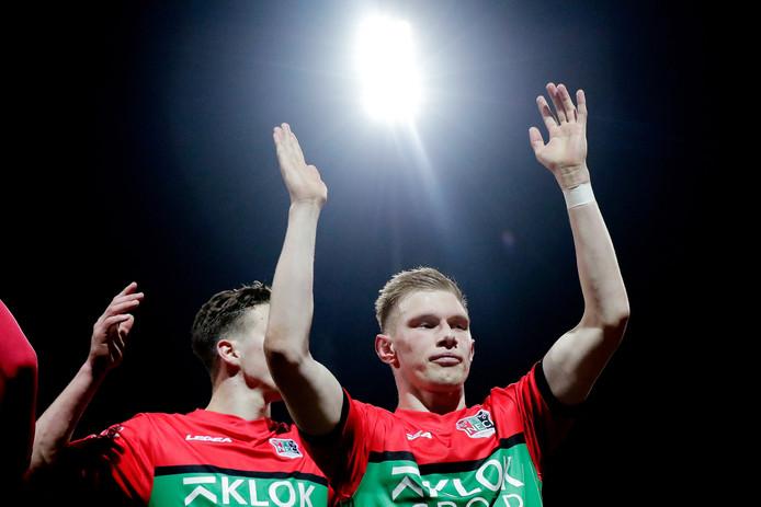Jellert van Landschoot viert de overwinning van NEC op Helmond Sport.