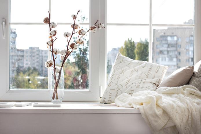 De vensterbank opfrissen en aankleden? Begin eens met een overzetstuk, raadt klusvrouw Hieke Grootendorst aan.