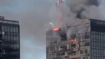 Zwarte rookpluim boven Brussel door brand in top van WTC-toren aan Noordstation