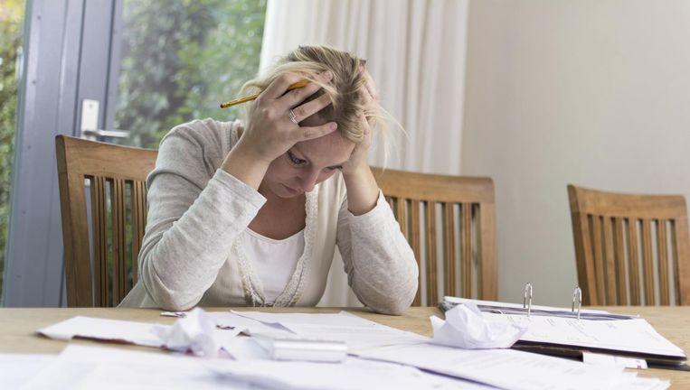 Als het om mensen met schulden gaat, genezen zachte heelmeesters stinkende wonden, wijst de praktijkervaring van CZ uit. Beeld Thinkstock