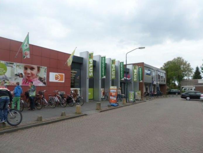 De Zalmpassage met de PLUS supermarkt in Rijswijk.