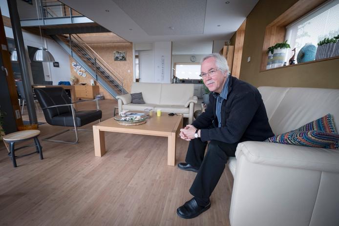 Frans van Herwijnen in zijn energieneutrale huis in Huissen.