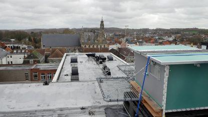 Slechtvalken verhuizen (hopelijk) naar nieuwe broedkast op het dak van het Algemeen Ziekenhuis Oudenaarde