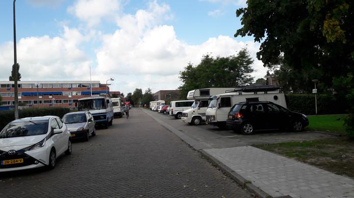 Einde parkeerzone en dus kan er gratis worden geparkeerd. Een stallingswalhalla voor camperbezitters die geen camperstalling kunnen of willen huren.