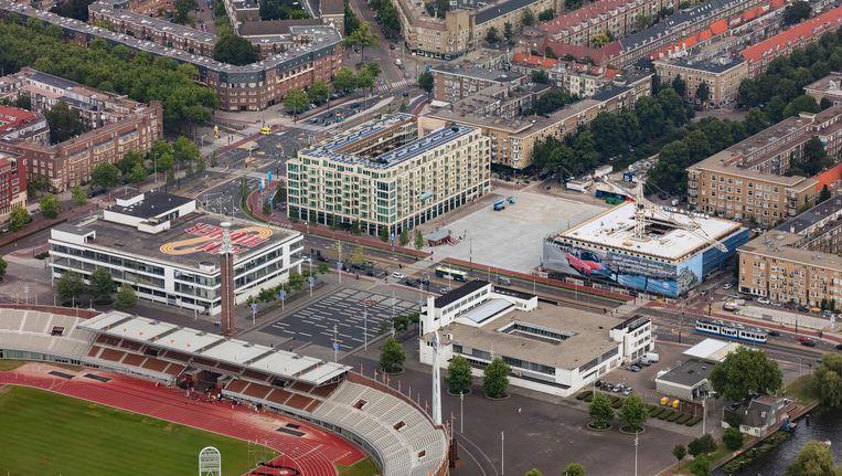 Rond het Stadionplein zijn luxe appartementcomplexen gebouwd. Beeld Peter Elenbaas