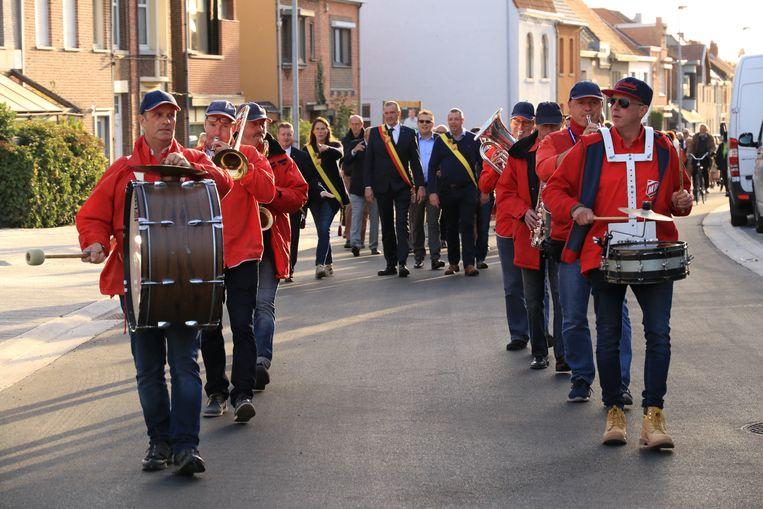 Op 29 juni marcheert een fanfare van 200 muzikanten door Lochristi.