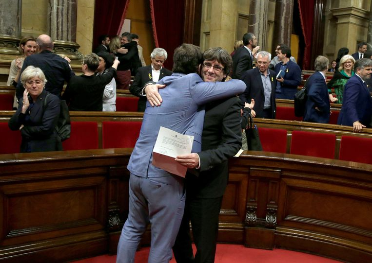 Regiopresident Carles Puigdemont na de stemming over Catalaanse onafhankelijkheid. Beeld EPA