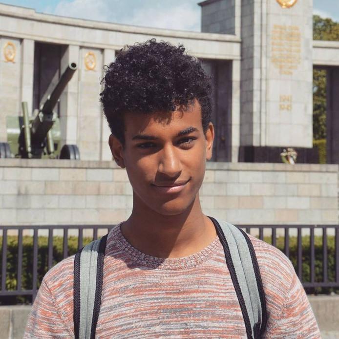 Sanda Dia kwam tussenbeide toen zijn vriend op het Theaterplein werd aangevallen.