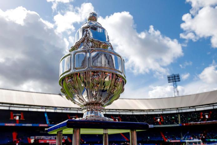 De Dennenappel', de trofee die hoort bij het toernooi om de KNVB-beker. © BSR/SOCCRATES