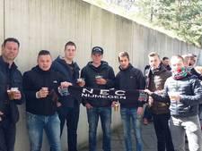 Supporters steken spelers en trainer NEC hart onder de riem