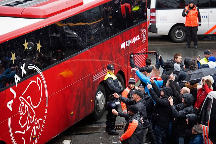 Ajax hoopt nog steeds met supporters naar De Kuip te reizen voor de halve finale van de KNVB-beker.
