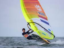 Surfer Kiran Badloe sleept op de valreep nog een medaille uit het water