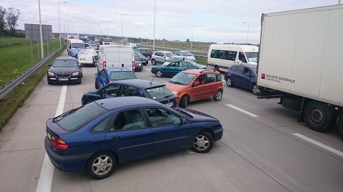 Alle auto's op de snelweg moesten omdraaien. Dat zorgde voor een grappig gezicht.