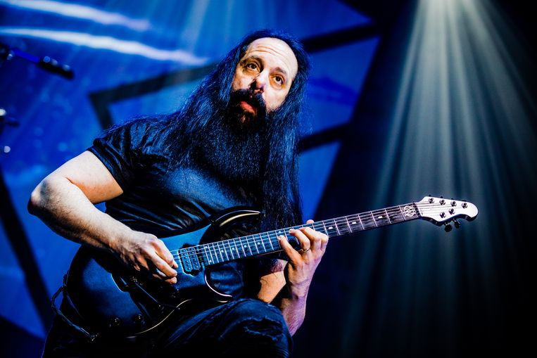 John Petrucci van de Amerikaanse progressieve-metalband Dream Theater tijdens een concert in AFAS live.  Beeld Ben Houdijk