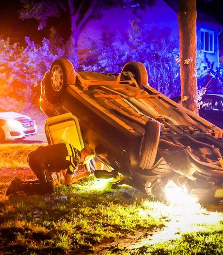 Auto slaat over de kop in Nuenen, bestuurder spoorloos