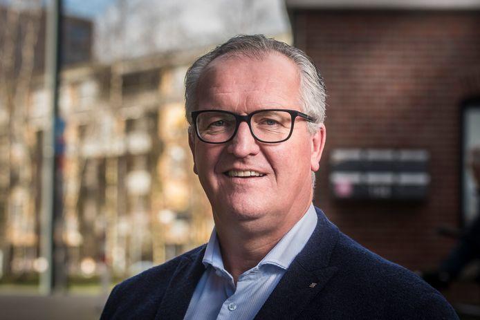 Wethouder Arjan Kampman beseft dat armoede in zijn stad nooit helemaal zal verdwijnen, maar heeft goede hoop dat door samenwerking wel meer mensen geholpen kunnen worden.