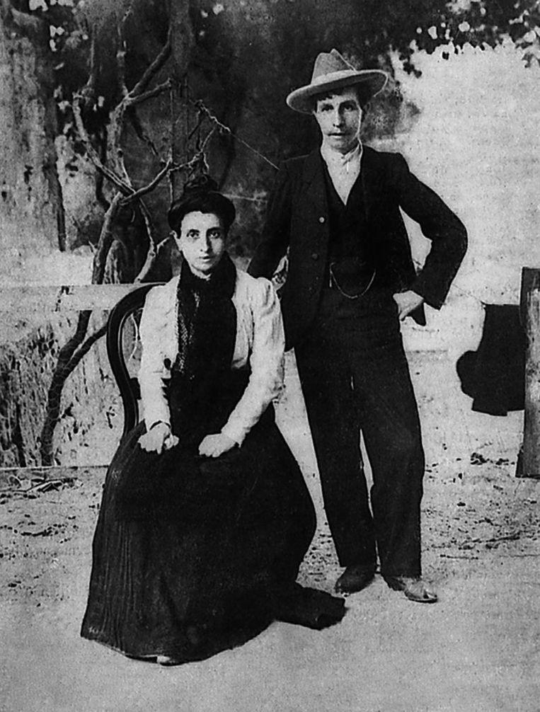 Marcela en Elisa/ Mario.