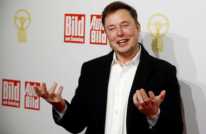 Tesla-baas en SpaceX-eigenaar Elon Musk op de rode loper bij de uitreiking van de Gouden Stuurwiel-awards van de Duitse krant Bild, vandaag in Berlijn.