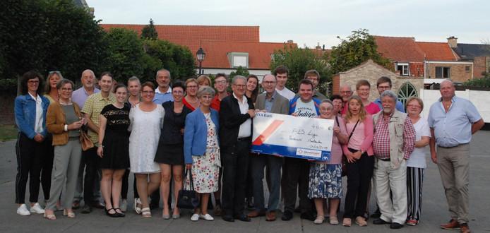 Het Feestcomité Koolkerke spaarde 400 euro bij elkaar.