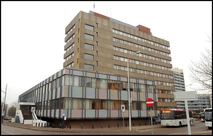 Het voormalig belastingkantoor aan de Stieltjesstraat.