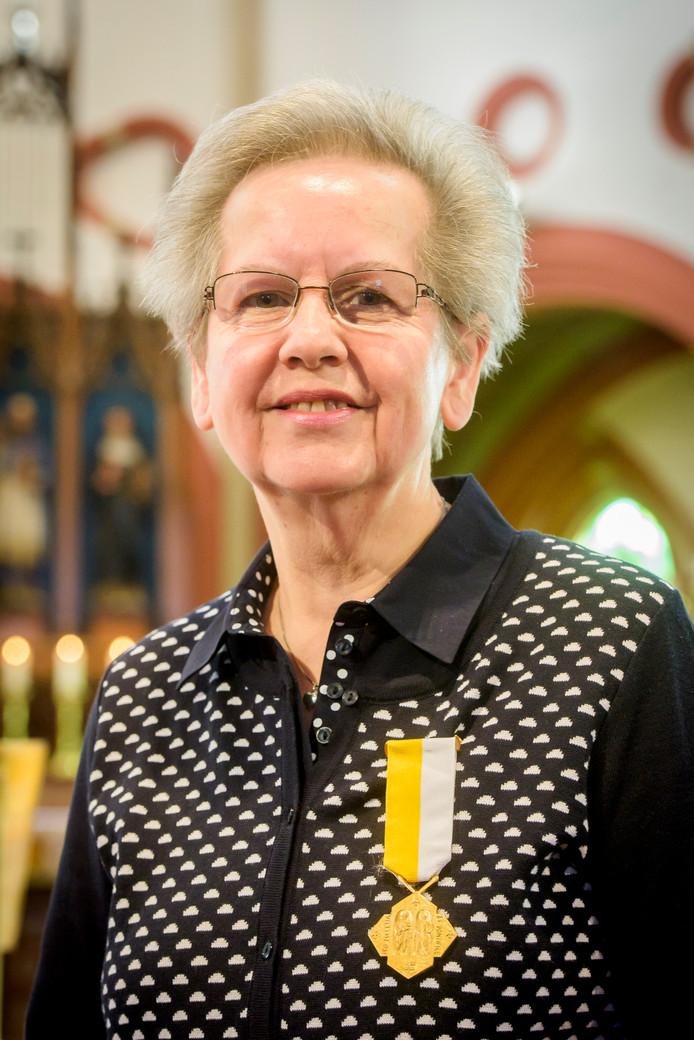 REUSEL - Pauselijke onderscheiding Loes Martens-Deneef