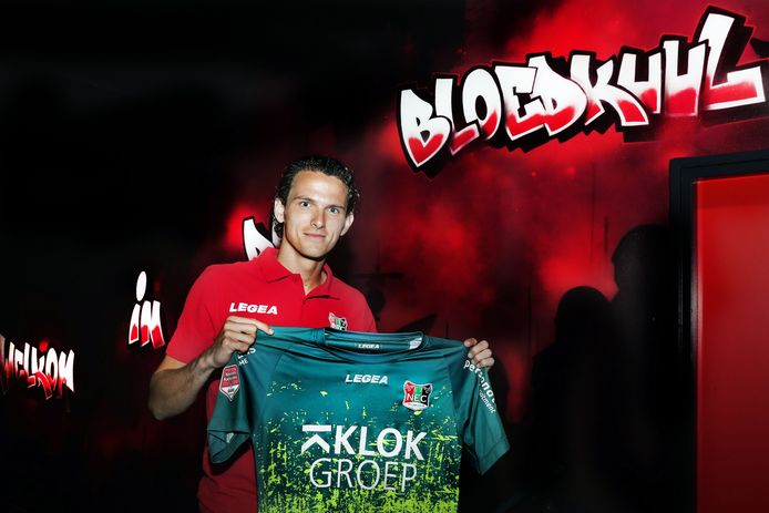 Norbert Alblas in de spelerstunnel van NEC.
