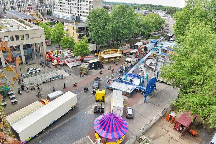 Opbouw kermis Tilburg.