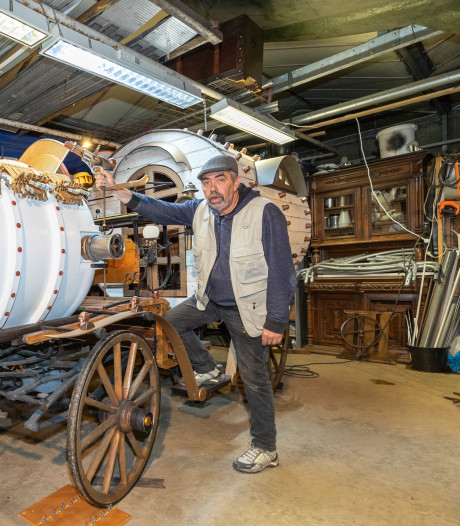 Nieuwste steampunkvoertuig van Cock Zandvliet op Bloemencorso Roelofarendsveen