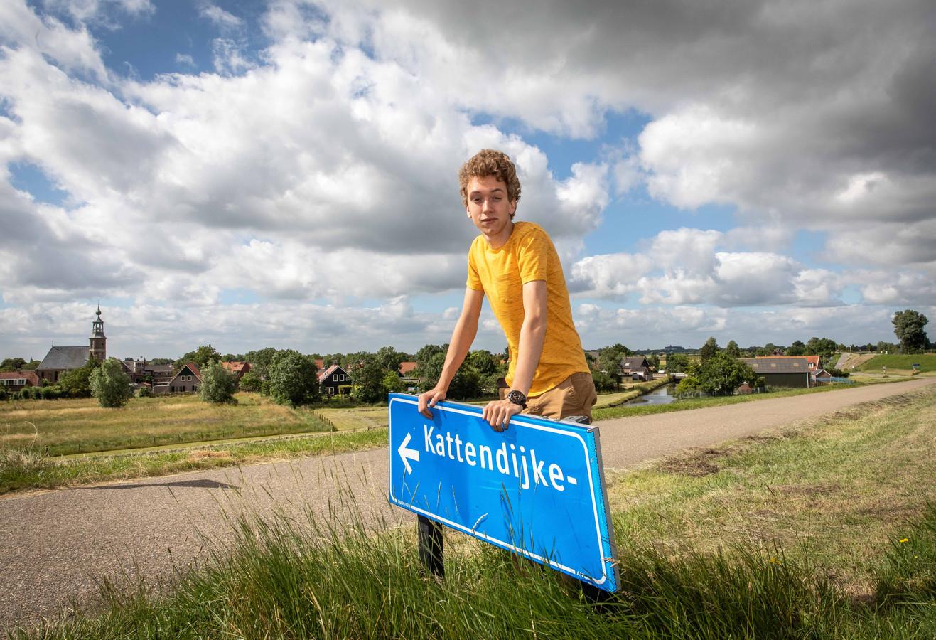 Nik Verweel baalt: hij gaat in Wageningen studeren, maar moet vier uur reizen om daar vanuit huis te komen en een kamer vinden is lastig.