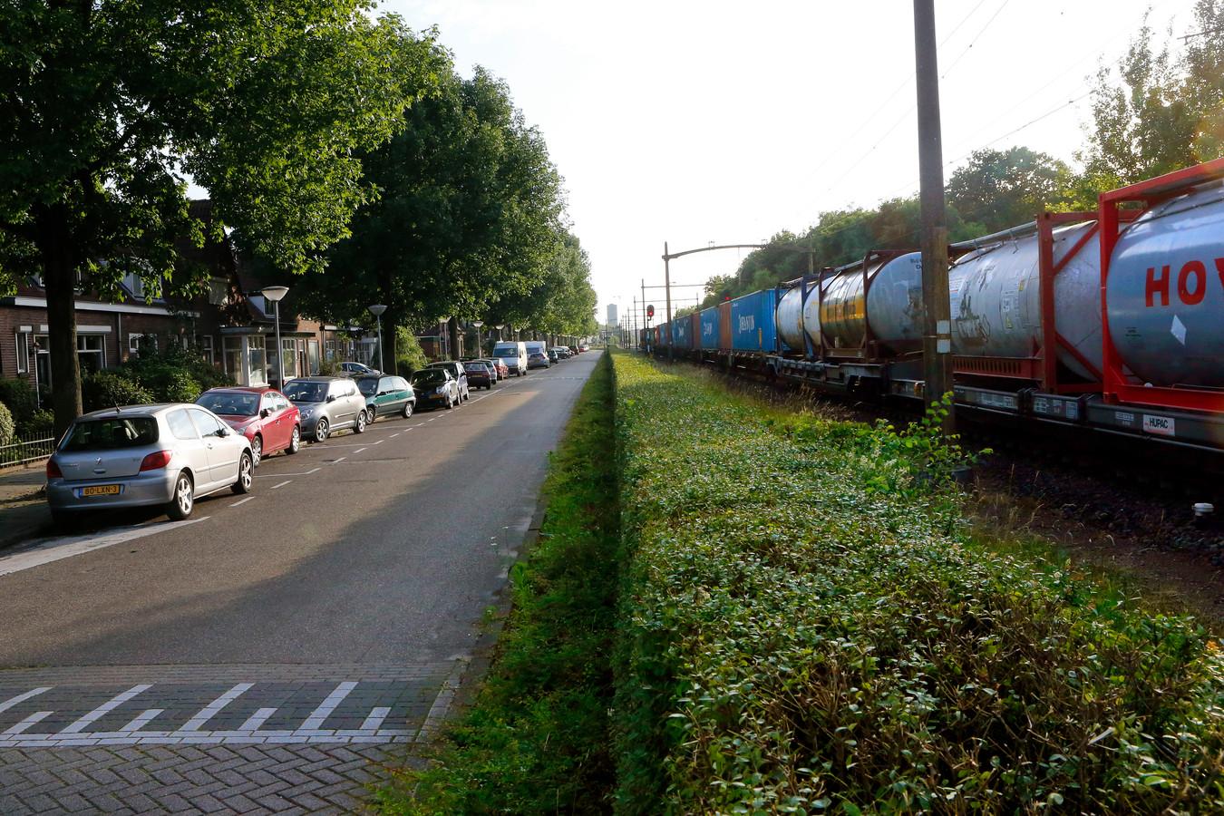Goederentrein ter hoogte van de Hofstraat in Eindhoven.