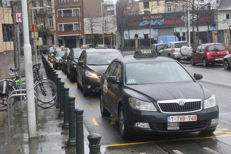 De taxi's voor het zuidstation, waarvan een aantal chauffeurs veroordeeld werden.
