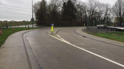 Tijdelijke verkeerslichten ter hoogte van scherpe bocht Diestsestraat