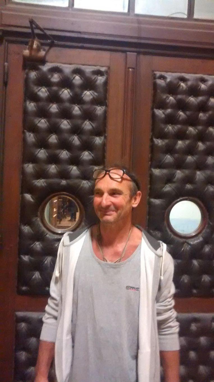 Vincent Vanderlinden, mét kleren aan in de rechtbank.