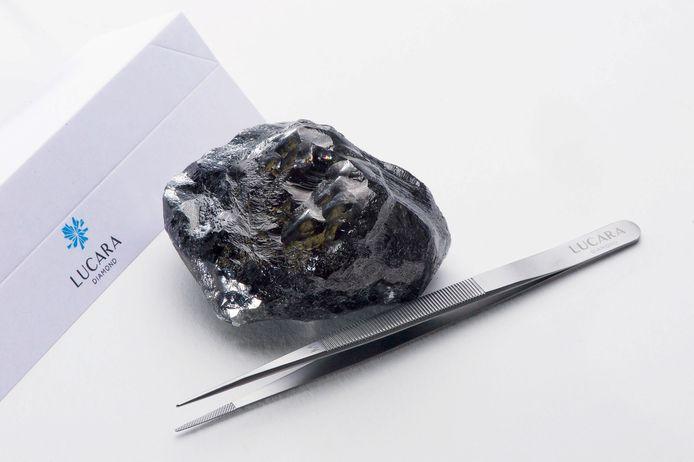 De Sewelo, een 1.758 karaat grote diamant die vorig jaar werd opgehaald uit een mijn in Botswana, is onderweg naar Antwerpen om verwerkt te worden in Louis Vuitton-juwelen.