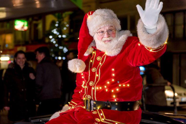 Ook de Kerstman reed mee in de stoet.