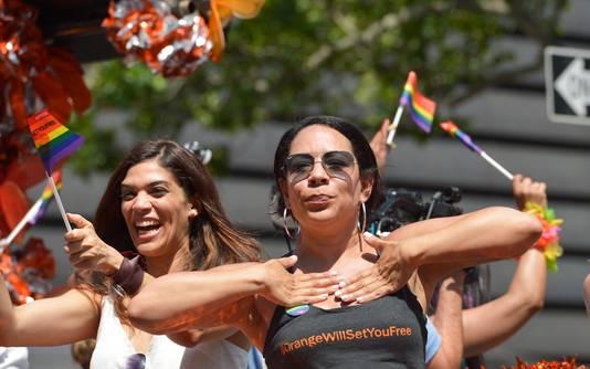 Laura Gomez et Selenis Leyva durant la Gay Pride de New York, en juin 2016.